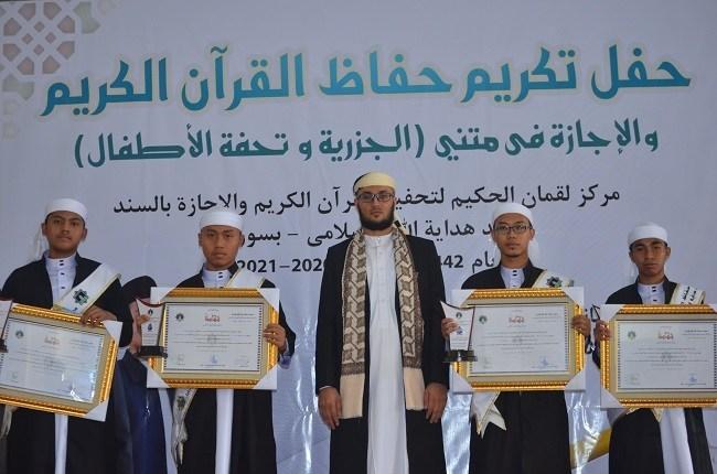 SMP SMA Luqman al-Hakim Boarding School Surabaya Gelar Wisuda Tahfizh